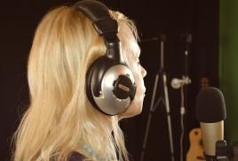 Елена Володарская записала свои авторские песни